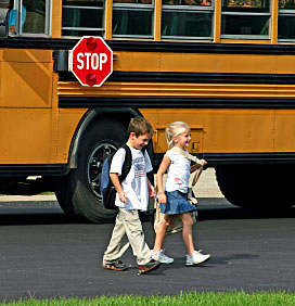 kids-get-off-school-bus